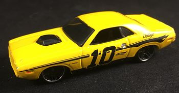 2006 Hot Wheels 1970 Yellow Dodge Challenger 10 Toy Car #f9VGW8gclfk