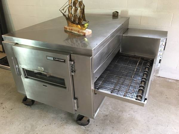 Conveyor Pizza Oven by Lincoln Impinger (1000 HP Series)